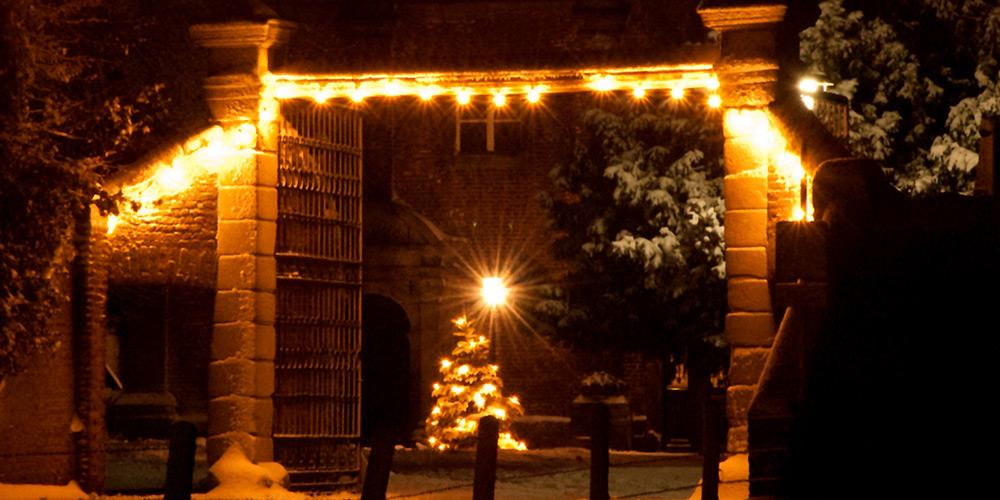 Verschneiter Eingang zum Nikolauskloster