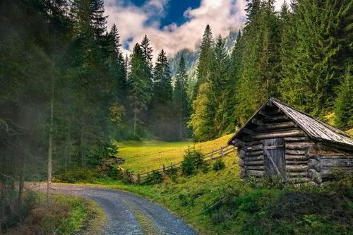 Symbolbild: Eine Hütte in den Bergen