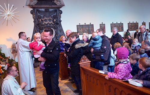 Kindersegnung im Nikolauskloster