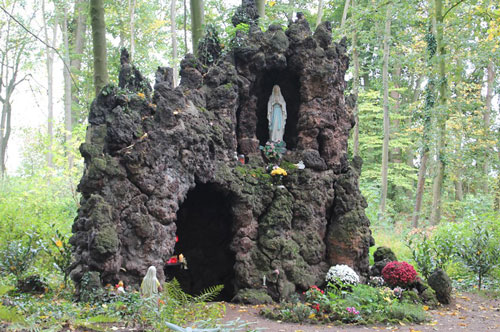 Lourdesgrotte im Nikolauskloster