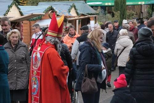 Der Nikolaus geht über den Nikolausmarkt